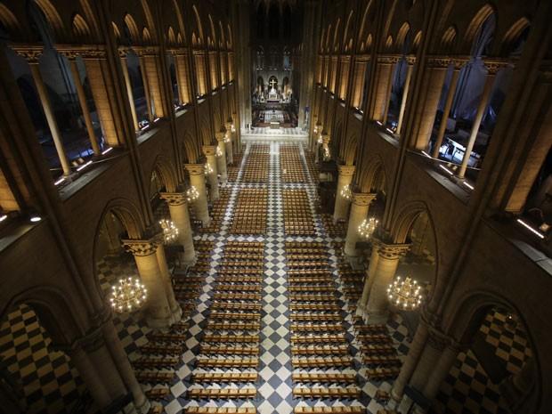 O interior da catedral visto de cima (Foto: Remy de la Mauviniere/AP)