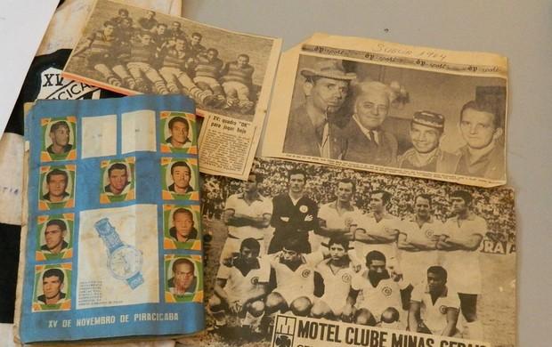Recortes de jornais e álbuns fazem parte da colação do XV de Piracicaba (Foto: Guto Marchiori/Globoesporte.com)
