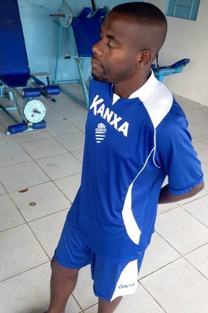 Cleberson ainda não sabe quando vai voltar a vestir a camisa do CSA (Foto: Henrique Pereira/ GloboEsporte.com)
