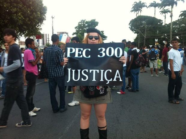 Militares também estão no protesto (Foto: Michelle Farias/G1)