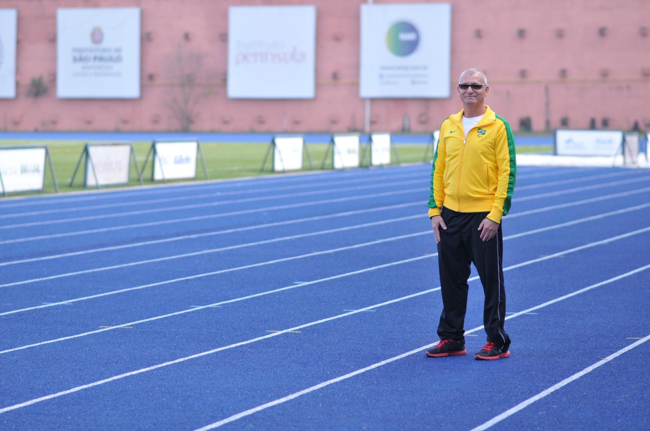 Amaury Veríssimo, técnico do atletismo paralímpico brasileiro, conta com a ajuda do Núcleo de Alto Rendimento (NAR) para formar campeões  (Foto: GUTO GONÇALVES / ESTÚDIO 13)