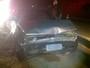 Duas pessoas ficam feridas em batida entre carro e caminhão em Varginha
