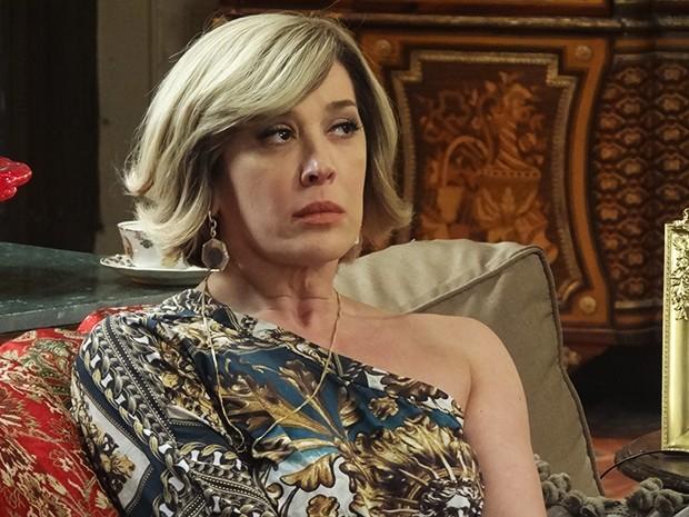 Samantha fica pensativa depois da visita do médico (Foto: Gshow)