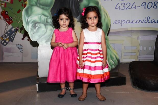 Filhas do cantor Luciano Camargo, Helena e Isabella (Foto: Manuela Scarpa/Foto Rio News)