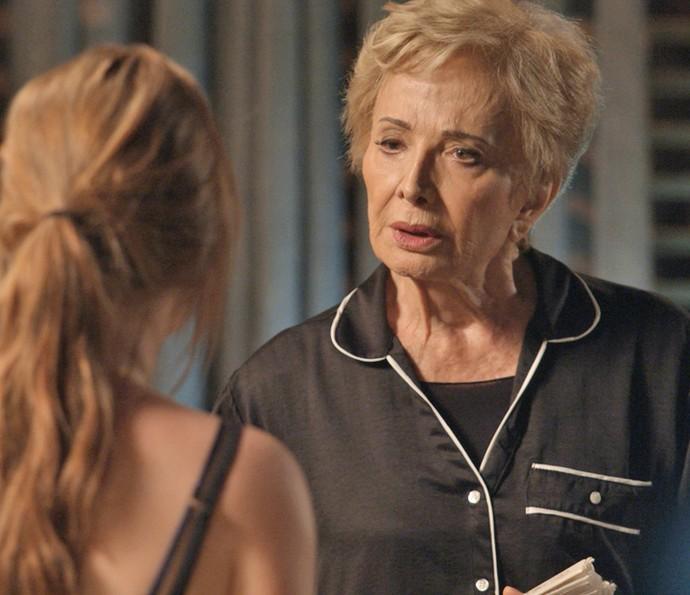 Stelinha dá uma última dica à Eliza (Foto: TV Globo)