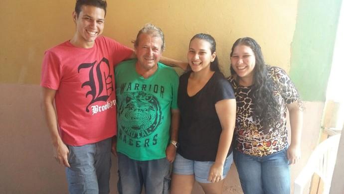 Família de Armando Durantes depois da reeducação alimentar e atividade física  (Foto: Armando Durante/ arquivo pessoal)