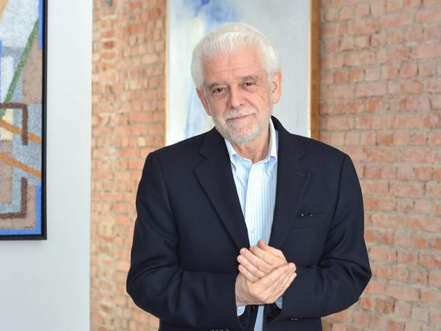 Brasil, São Paulo, SP. 02/10/2014. Flávio Gikovate, médico psiquiatra, psicoterapeuta e escritor, posa para fotografia na capital paulista (Foto: Iara Morselli/Estadão Conteúdo/Arquivo)