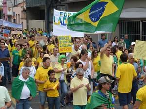 Ruas de Mogi ficam cheias de manifestantes (Foto: Jamile Santana/G1)