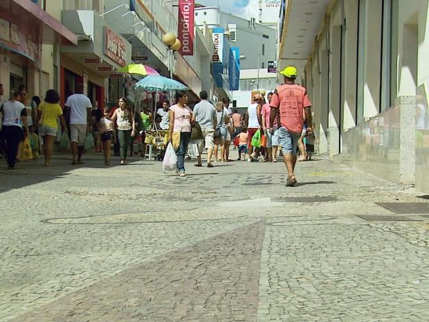 Inauguração do shopping esvaziou ruas centrais de comércio em Varginha, MG (Foto: Reprodução EPTV)