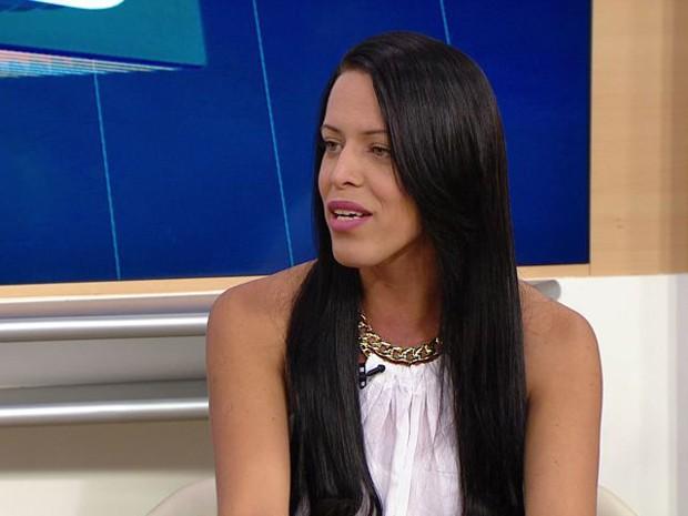 Júlia relata preconceito que ainda existe contra transexuais no Espírito Santo (Foto: Reprodução/ TV Gazeta)