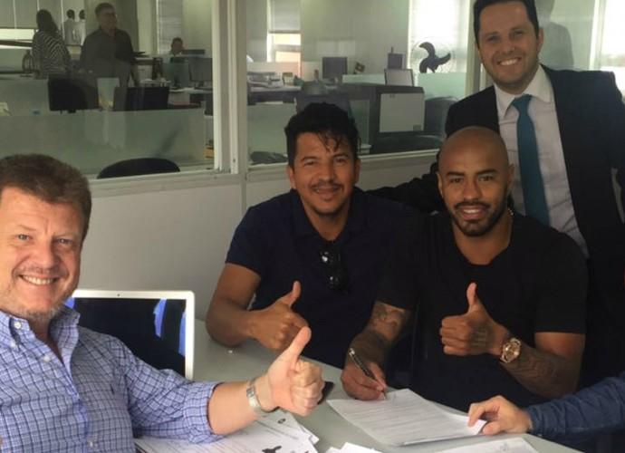 Thiago Heleno renova contrato Atlético-PR (Foto: Giba Brasil/Arquivo pessoal)
