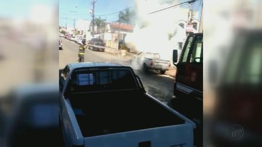 Bêbado, pedreiro é dispensado e coloca fogo no carro do patrão, afirma PM