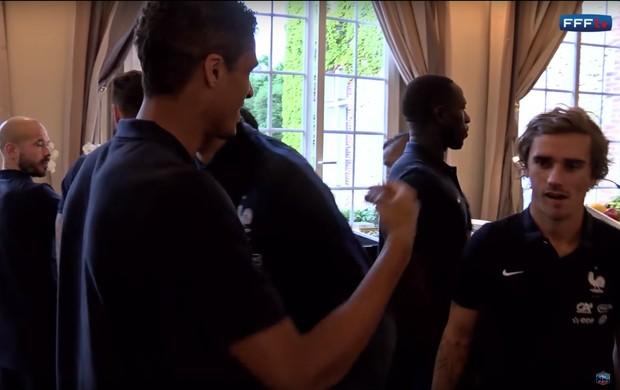 BLOG: Griezmann ignora homenagem da seleção francesa a Varane por título da Champions