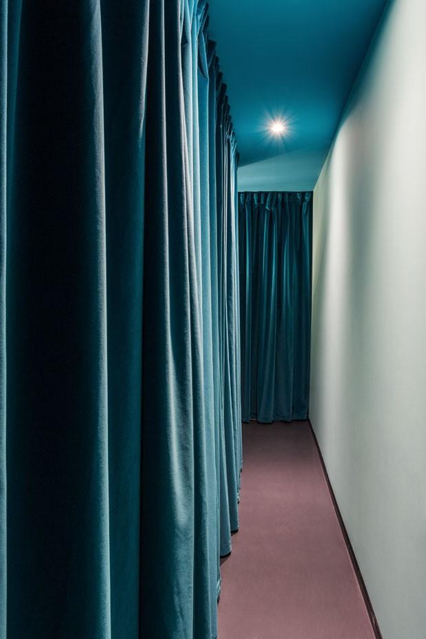 Neon e cores fresh decoram academia descolada em Milão (Foto: Simone Furiosi/ Divulgação)