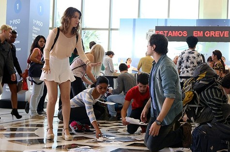 Nathalia Dill e Sergio Guizé no primeiro capítulo de 'Alto astral' (Foto: Pedro Paulo Figueiredo/TV Globo)
