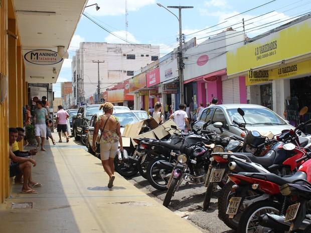 Maioria das lojas de Teresina ficou fechada no feriado (Foto: Catarina Costa/G1)