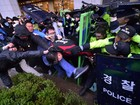 Protesto sobre desastre com balsa acaba em confronto na Coreia do Sul