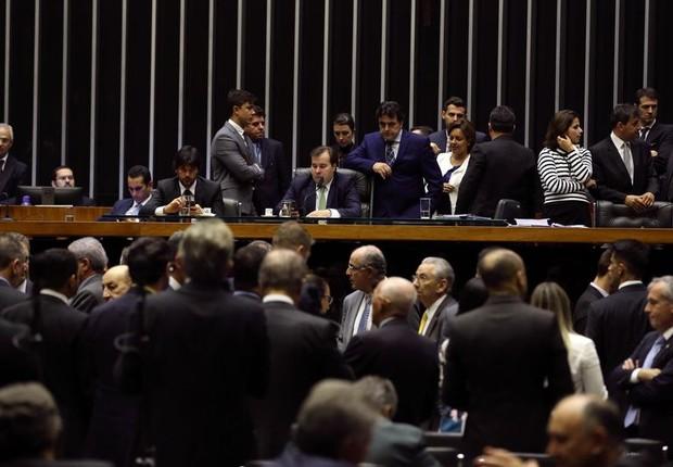 Sessão na Câmara dos Deputados vota pela urgência para fundo eleitoral (Foto: Valter Campanato/Agência Brasil)