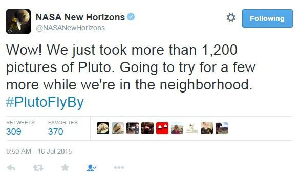 Mensagem deixada pela equipe da Nasa que coordena a missão New Horizons diz que foram feitas mais de 1.200 fotos de Plutão e que a região ao redor também está sendo analisada pelo equipamento (Foto: Reprodução/Twitter/@NASANewHorizons)