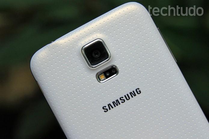 Câmera do Galaxy S5 tem 16 MP e filma em 4K (Foto: Luciana Maline / TechTudo)