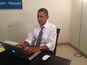 Foto postada por Obama para provar que ele próprio respondeu a perguntas em chat com internautas (Foto: Reprodução)