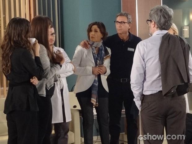Chica saca a proximidade da filha com Marina (Foto: Em Família/TV Globo)