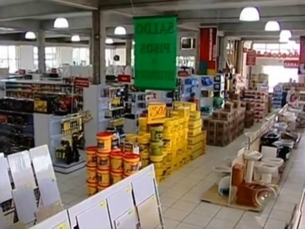 Lojas apostam em crescimento nas vendas de pelo menos 15% (Foto: Reprodução / TV TEM)