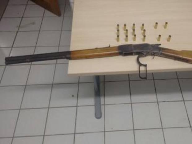 Rifle Winchester 44 é uma arma de repetição de tiros fabricada nos Estados Unidos. (Foto: Divulgação/Polícia Civil)