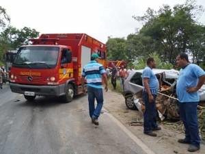 Duas pessoas morreram em acidente  (Foto: Gracielle Paixão/Portal Arcos)
