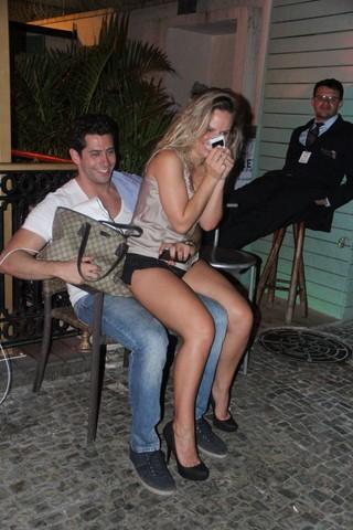 Ex-BBBs Marcelo Zagonel e Natalia Casassola em restaurante no Rio (Foto: Rodrigo dos Anjos/ Ag. News)