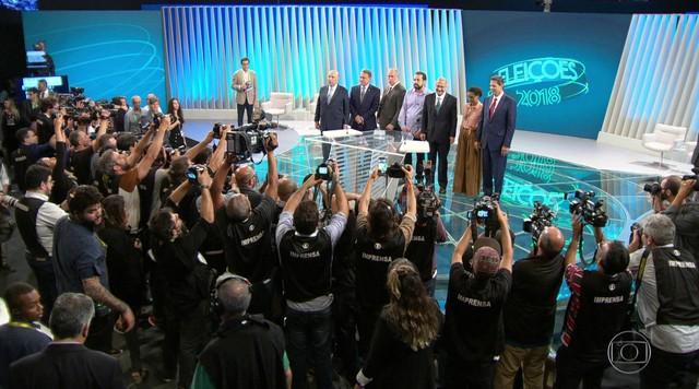 Presidenciáveis se encontram na Globo para último debate antes da votação