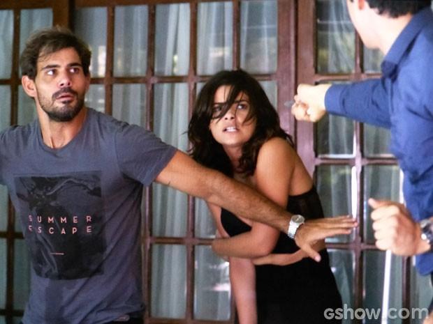 Félix ameaça Aline e Ninho caso eles cheguem perto de César (Foto: Amor à Vida/TV Globo)