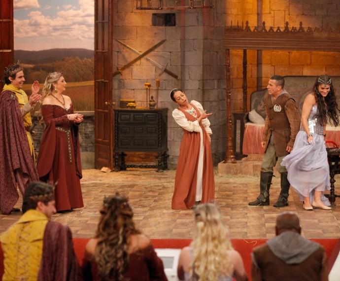 Samantha Schmütz imitou Maria Rita no palco do Tomara que Caia (Foto: Artur Meninea/Gshow)