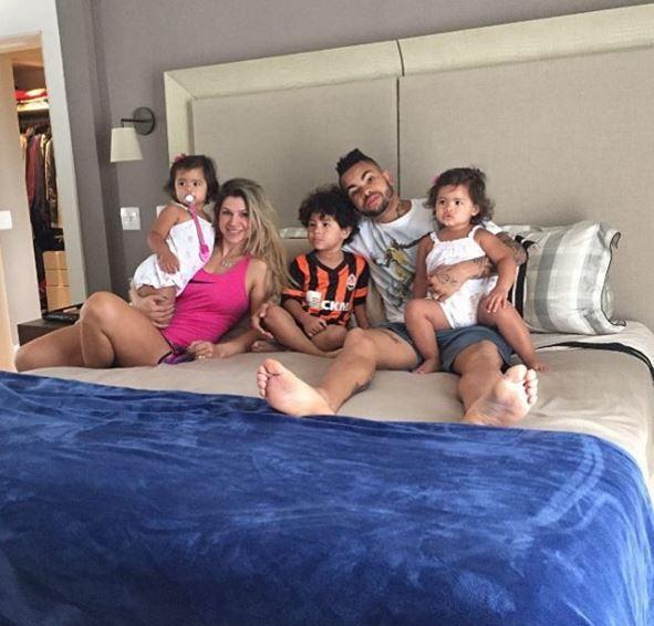 Dentinho, Dani Souza e filhos (Foto: Instagram / Reprodução)