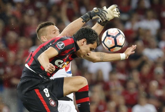 Pablo; Atlético-PR x Millonarios (Foto: EFE)