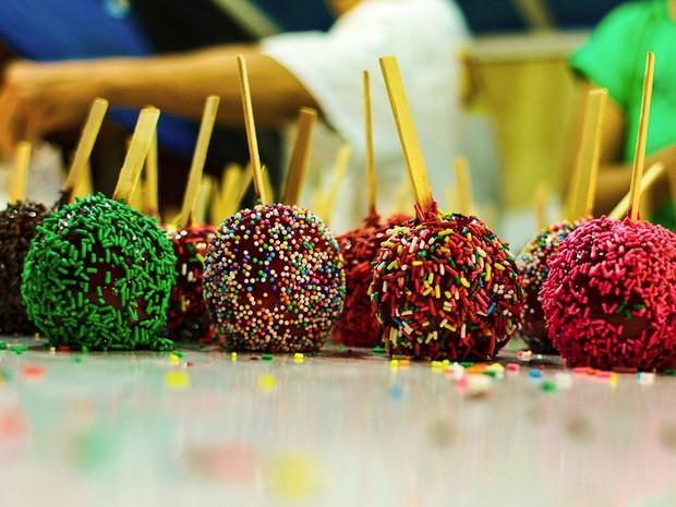 Maçã do amor é uma das comidas mais tradicionais da Festa das Neves (Foto: Rafael Passos/Secom-JP)