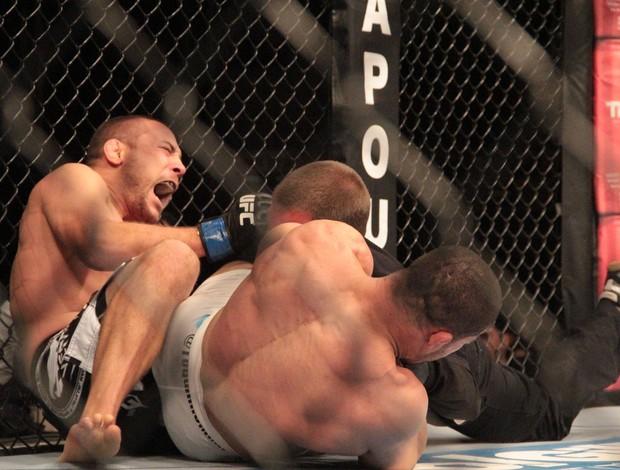 Toquinho x Mike Pierce UFC MMA (Foto: Rodrigo Malinverni)