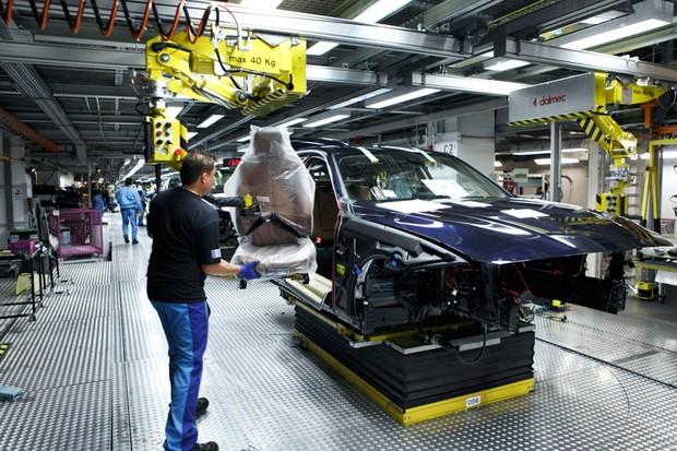 Linha de montagem da BMW em Munique (Foto: Reprodução)