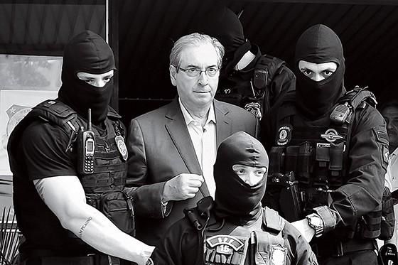Eduardo Cunha é preso pela Polícia Federal em Brasília (Foto: Jason Silva/AGIF)