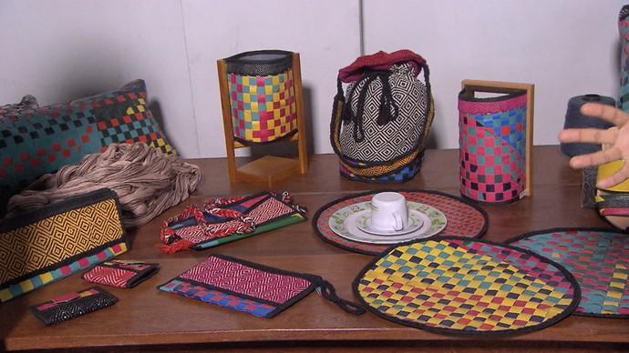Estilista cria coleção que mistura tecelagem e lonas descartadas (Foto: TV Bahia)