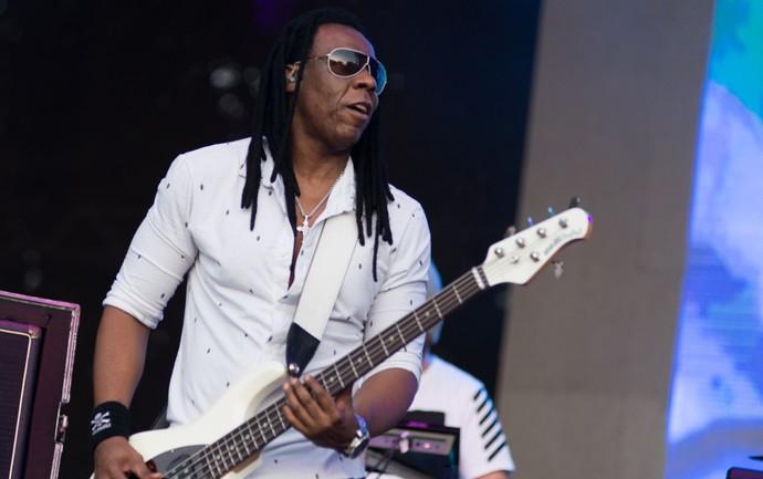 Cidade Negra defende o reggae no palco 2002 do João Rock 2016 (Foto: Érico Andrade/Gshow)