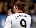Carroll desloca dedo em derrota do West Ham no Campeonato Inglês