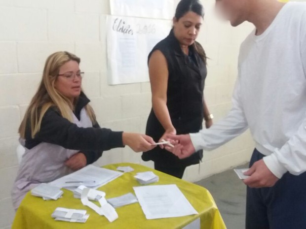 Adolescentes de unidades da Fundação Casa fizeram uma simulação de eleição (Foto: Fundação Casa/Divulgação)