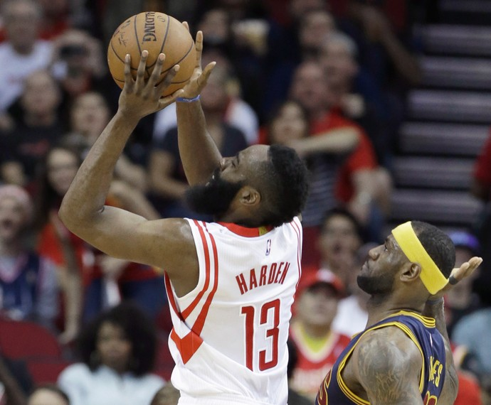 james harden lebron james Cleveland Cavaliers x  Houston Rockets  (Foto: AP)