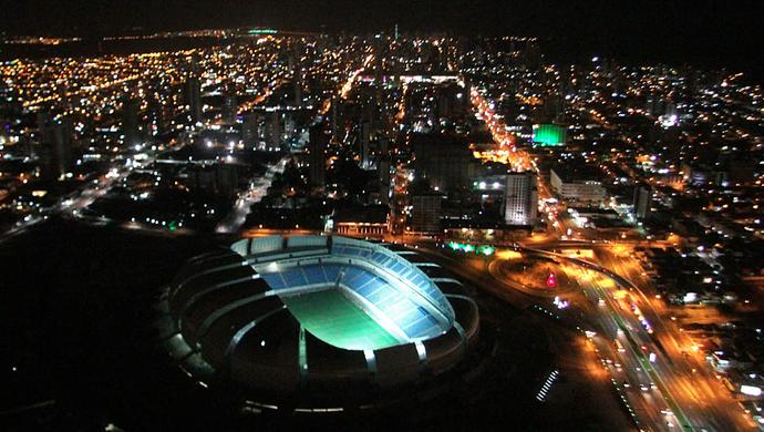 Arena das Dunas iluminada na noite desta terça-feira (31) (Foto: Canindé Soares)