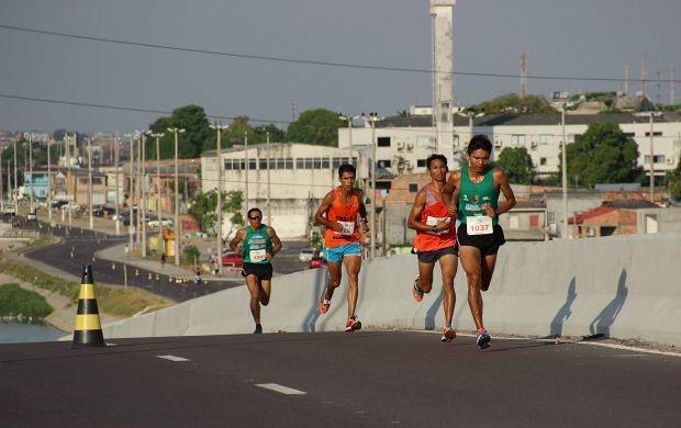 Sol forte não intimida os competidores (Foto: Marcos Dantas/ Globoesporte.com)