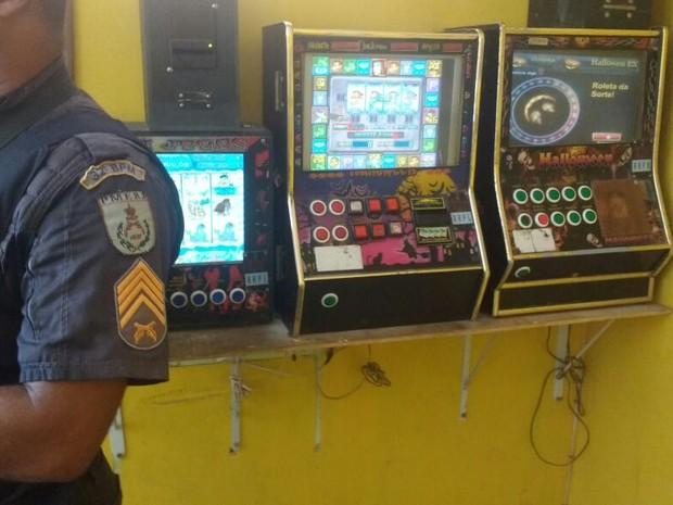 Máquinas foram apreendidas na Granja dos Cavaleiros (Foto: Polícia Militar/Divulgação)