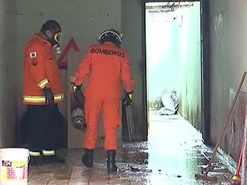 Casa em Samambaia foi interditada depois que produto químico foi jogado em garagem (Foto: TV Globo/ Reprodução)