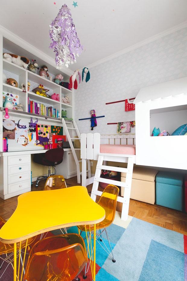 Décor do dia: quarto de menina tem cama com casinha, cercadinho e muitas cores (Foto: Divulgação)