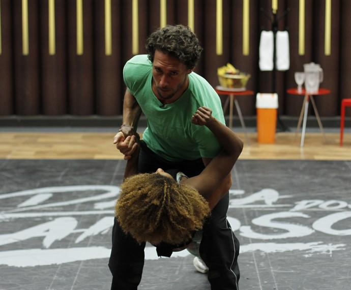Flávio Canto e Ivi Pizzott treinam para segunda apresentação no palco do Faustão  (Foto: Tatiana Helich/Gshow)
